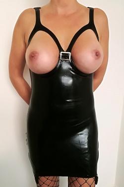 Latex jurkje met open cup