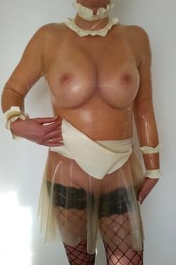 Latex jurkje maiddress met schortje
